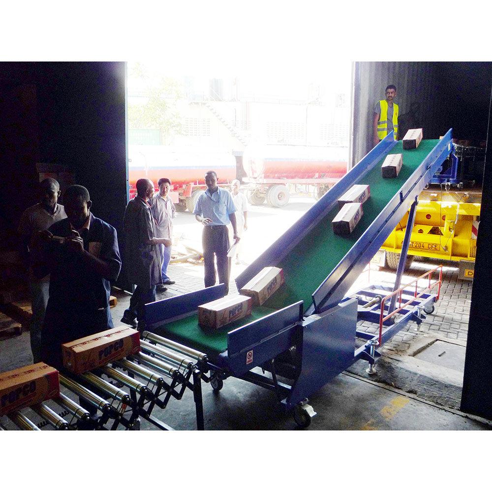 Packed seafood loading unloading conveyor Lorry loading conveyor belt