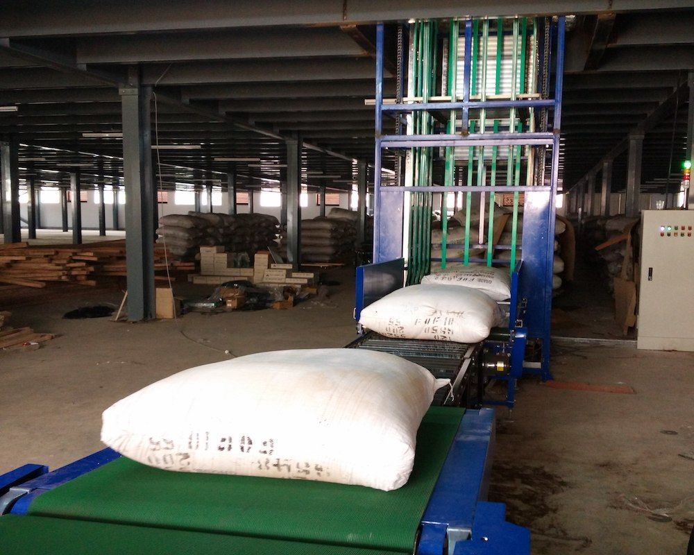 Wholesale Z Type Vertical Lifting Conveyor
