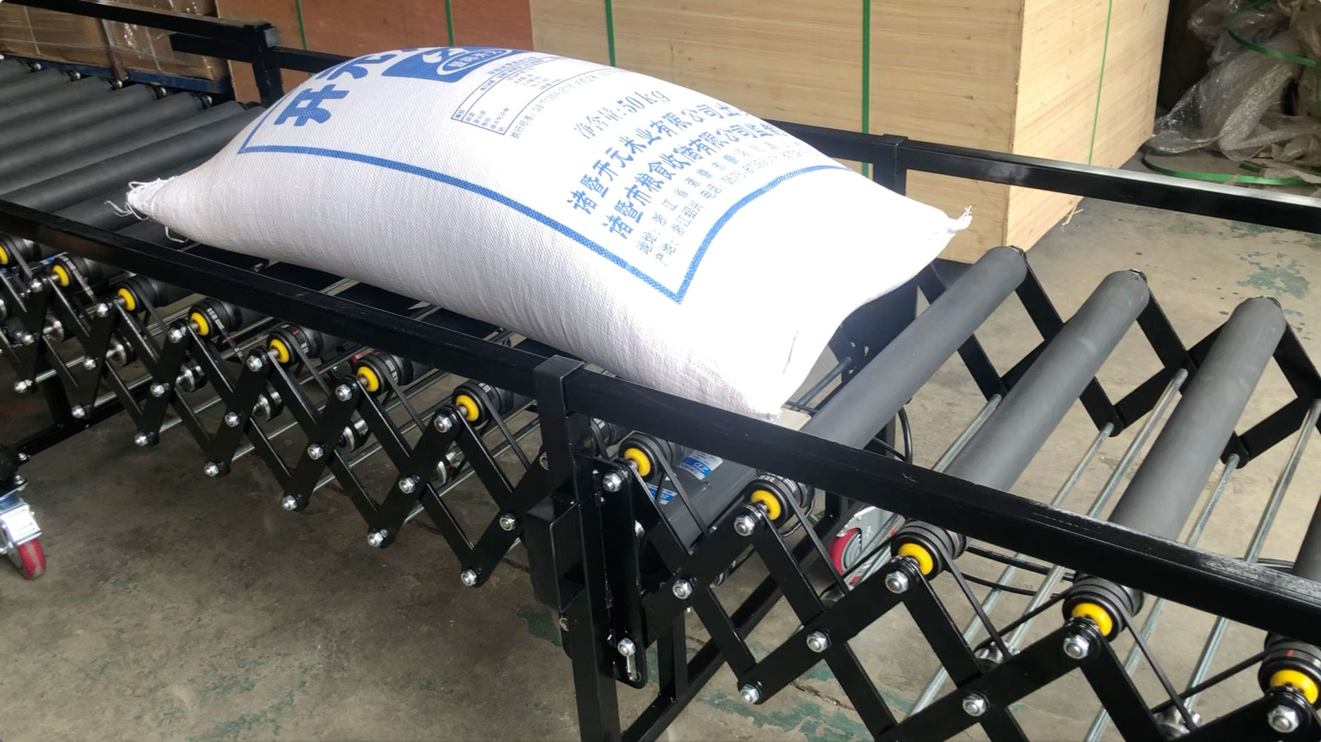 50KG rice bag loading unloading telescopic conveyor