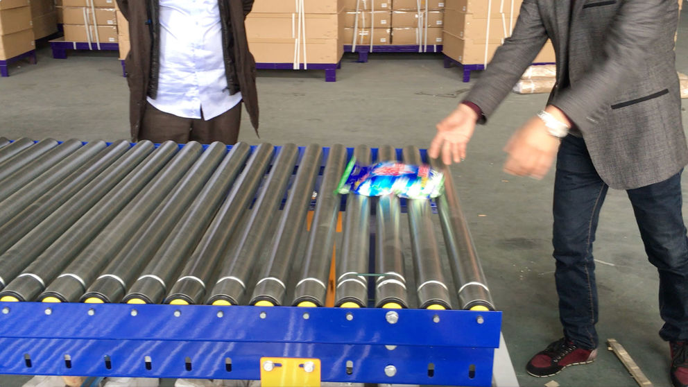 PU belt driven roller conveyor for soap powder bags