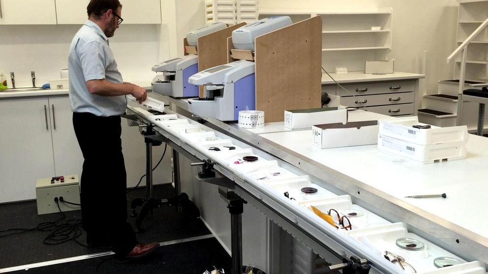 Slat Conveyors Transport Glass Trays
