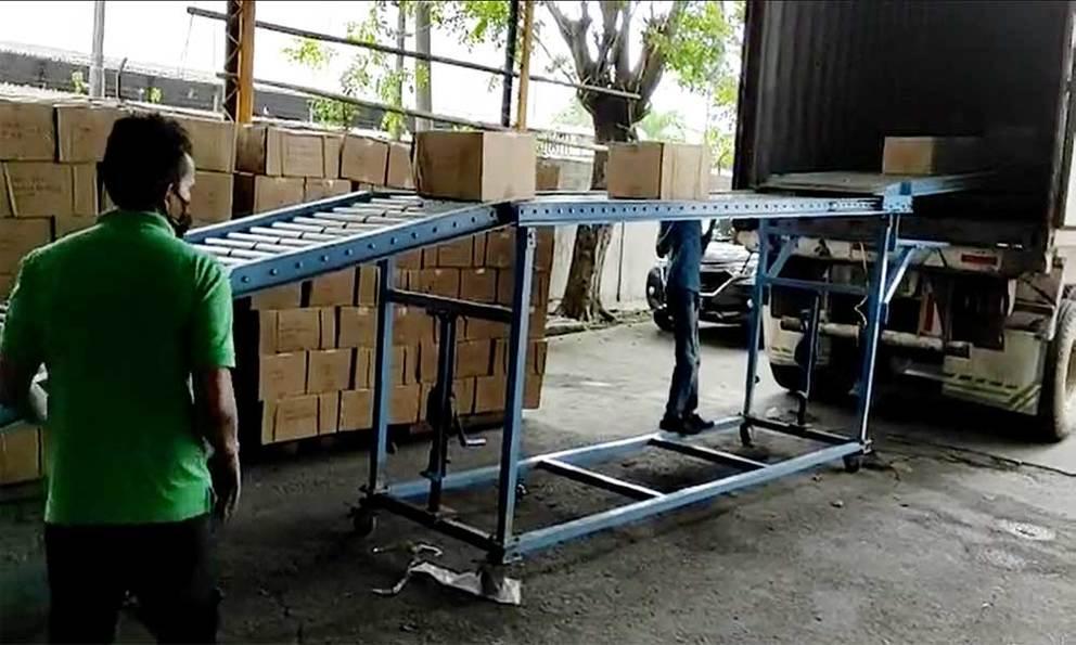Cartons boxes unloading telescopic gravity roller conveyor