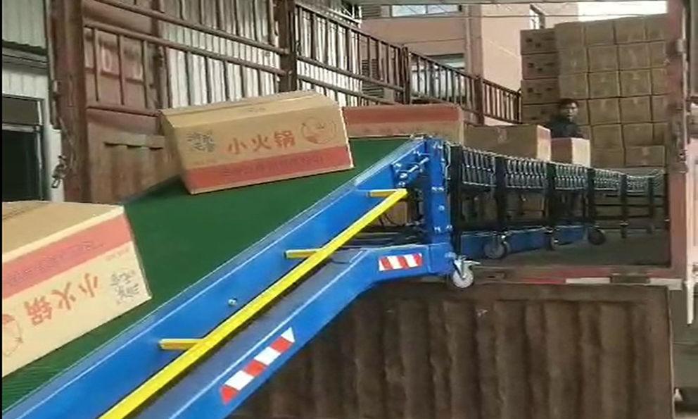 Automatic truck loading conveyor