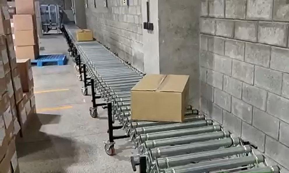 Carton sealing and storage flexible roller conveyor line
